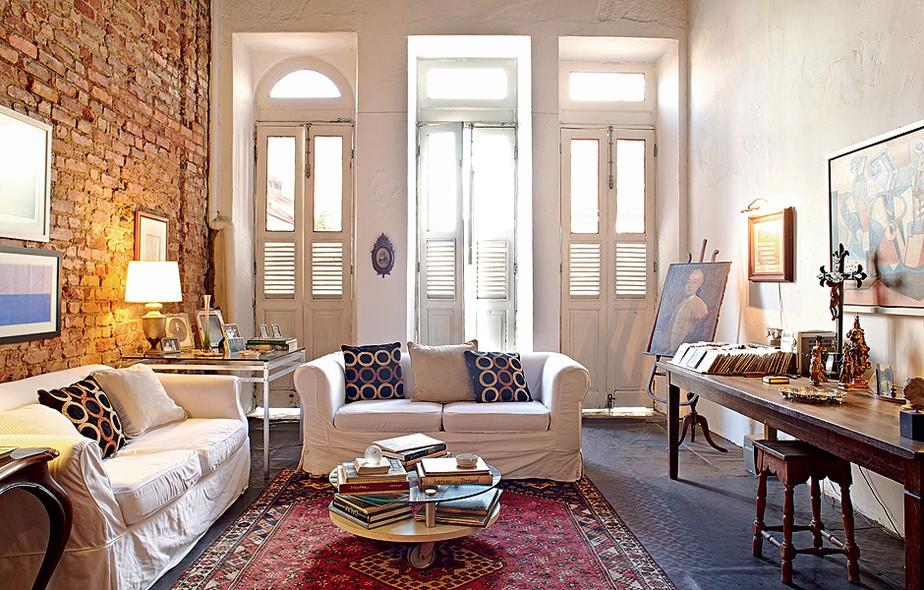 5 raz es para restaurar uma casa antiga para morar for Sala de estar casa