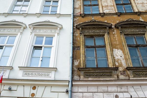 Imagem de fachada de edifício antes e depois do retrofit