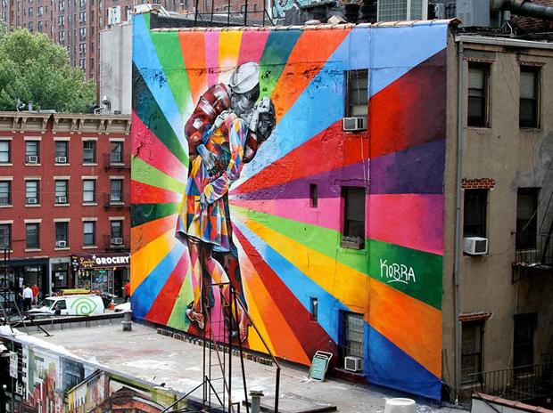 Imagem de arte de rua, com grafite em uma parede inteira de um edifício