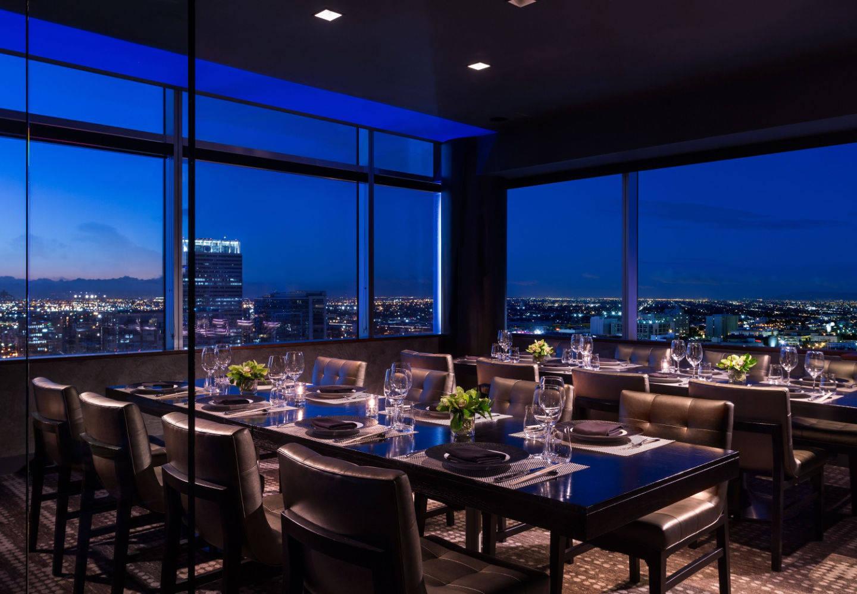 Imagem de um dos restaurantes, espaço de jantar