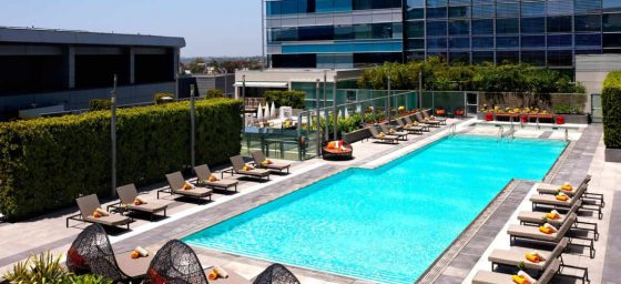 Fotografia da piscina na cobertura do hotel