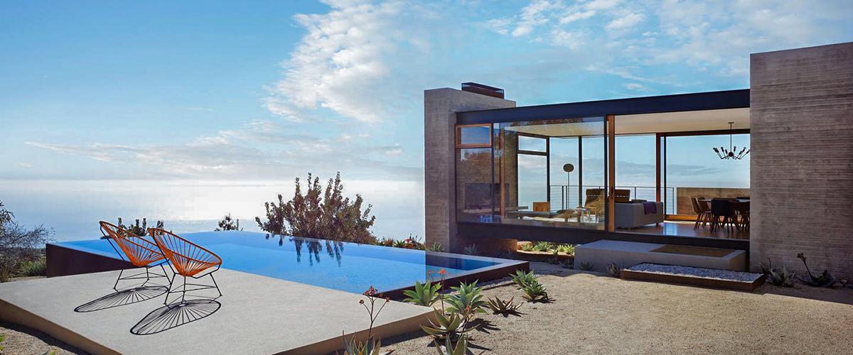 PlansMatter - Projeto de residência com arquitetura moderna ao fundo, e piscina em primeiro plano